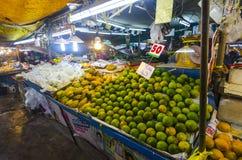 Frutas tropicales en paquetes Foto de archivo