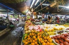 Frutas tropicales en paquetes Fotos de archivo libres de regalías