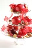Frutas, tuercas y bastones de caramelo en un va Imagenes de archivo