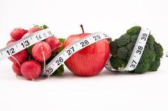 Frutas, vegetais e fita Imagens de Stock