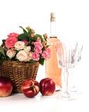 Frutas, vino y flores Fotos de archivo libres de regalías