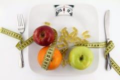 Frutas, vitaminas y cinta de medición foto de archivo libre de regalías