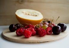 Frutas y bayas del verano Imagenes de archivo