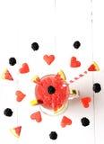 Frutas y bayas que vuelan en un vidrio Fotografía de archivo