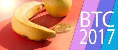 Frutas y cryptocurrency Imágenes de archivo libres de regalías