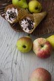 Frutas y galletas Imágenes de archivo libres de regalías