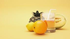 Frutas y jugos Imágenes de archivo libres de regalías