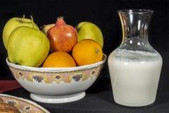 Frutas y leche Fotos de archivo