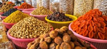 Frutas y nueces secadas en el mercado del Uzbek imágenes de archivo libres de regalías
