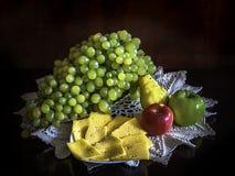 Frutas y queso imagen de archivo libre de regalías