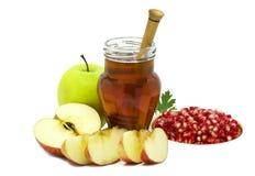 Frutas y tarro festivos de miel en blanco Imágenes de archivo libres de regalías
