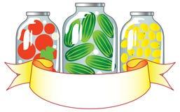 Frutas y verdura conservadas en los tarros de cristal. Fotos de archivo libres de regalías