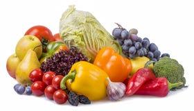 Frutas y verduras con los ciruelos aislados Foto de archivo