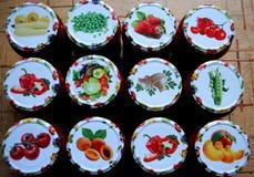 Frutas y verduras conservadas para el invierno Fotografía de archivo