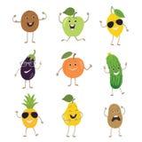 Frutas y verduras divertidas con las manos que golpean ojos con el pie y las emociones fijadas Imagen de archivo libre de regalías