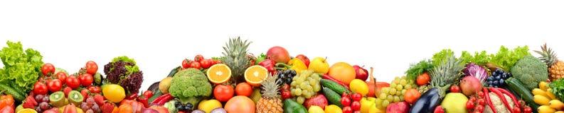 Frutas y verduras frescas de la composici?n aisladas en el fondo blanco imagen de archivo libre de regalías