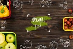Frutas y verduras orgánicas que mienten en la tabla Fotografía de archivo libre de regalías