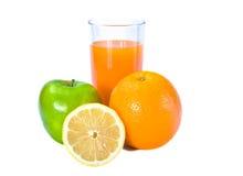 Frutas y vidrio de jugo fresco imagen de archivo libre de regalías
