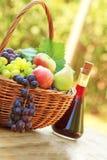 Frutas y vino Fotografía de archivo libre de regalías