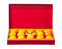 Fruto alaranjado na caixa vermelha Imagem de Stock