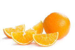 Fruto alaranjado saudável e seus segmentos imagens de stock