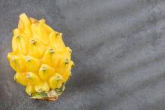Fruto amarelo do dragão - megalanthus do Selenicereus fotos de stock royalty free