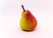 Fruto amarelo vermelho da pera isolado no fundo branco Fruto fresco Foto de Stock Royalty Free