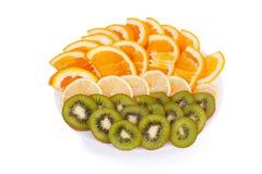 Fruto cortado em uma placa Imagens de Stock Royalty Free