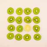 Fruto cortado Figura geométrica dos frutos Vista superior Fotos de Stock Royalty Free