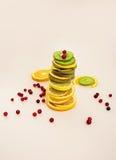 Fruto cortado Torre do fruto Fundo de vários frutos cortados Fotos de Stock Royalty Free