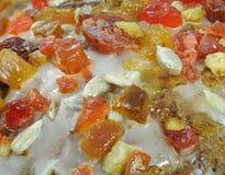 Fruto cristalizado e casca como a decoração no macro do bolo Fotografia de Stock