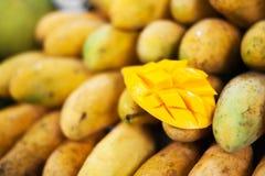 Fruto da manga na natureza com luz suave Fotografia de Stock