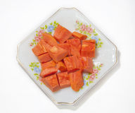 Fruto da papaia no prato no fundo branco imagens de stock