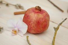 Fruto da romã no fundo de madeira Fotos de Stock Royalty Free