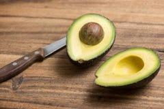 Fruto de abacate cortado Imagem de Stock