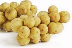 Fruto de Langsat no branco Foto de Stock