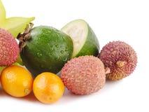 Fruto de paixão sazonal Feijoa do Kumquat do Carambola do citrino do lichi dos frutos do verão tropical suculento maduro Configur imagens de stock royalty free