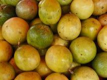 Fruto de paixão verde fresco fotografia de stock