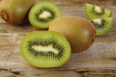Fruto de quivi cortado Foto de Stock Royalty Free