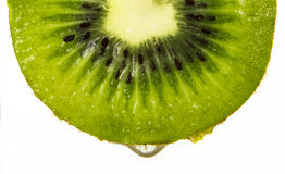 Fruto de quivi fresco cortado isolado Imagem de Stock Royalty Free