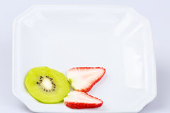 Fruto de quivi fresco delicioso da fatia no fundo branco Fotos de Stock