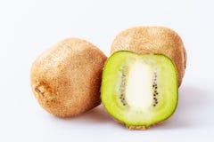 Fruto de quivi fresco em um fundo branco Imagens de Stock