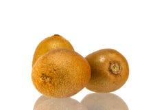 Fruto de quivi isolado no fundo branco Fotos de Stock