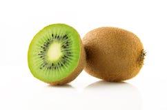Fruto de quivi maduro e suculento e suas peças Fotos de Stock Royalty Free