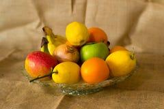 Fruto detalhado fresco - limão, cebola, maçãs, laranja e bananas imagens de stock royalty free