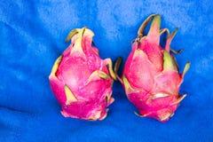 Fruto do dragão em um fundo azul Imagens de Stock Royalty Free