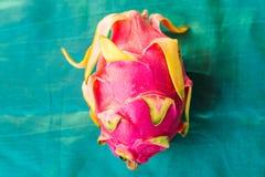 Fruto do dragão em um fundo azul Fotografia de Stock