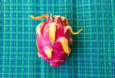 Fruto do dragão em um fundo azul Fotos de Stock