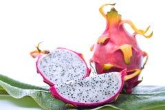 Fruto do dragão na folha da banana Imagem de Stock