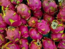 Fruto do dragão no mercado fotografia de stock